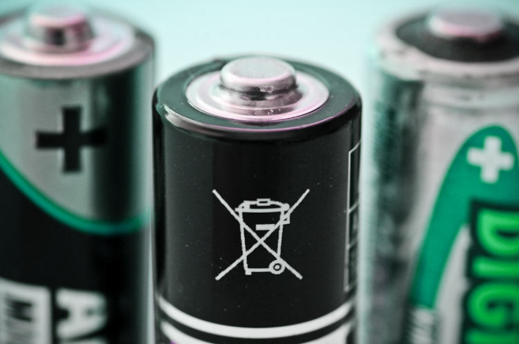 Не выбрасывайте батарейки