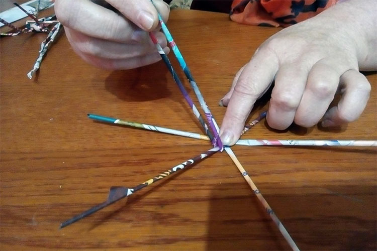 Мастер-класс по плетению корзинки из газет. Музей мусора МУ МУ