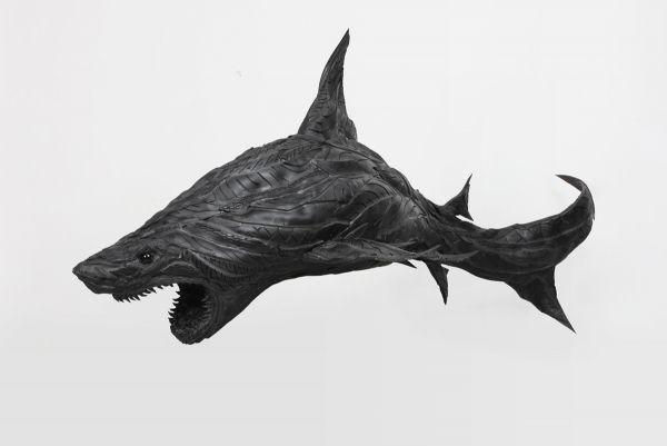 Акула из автомобильных шин