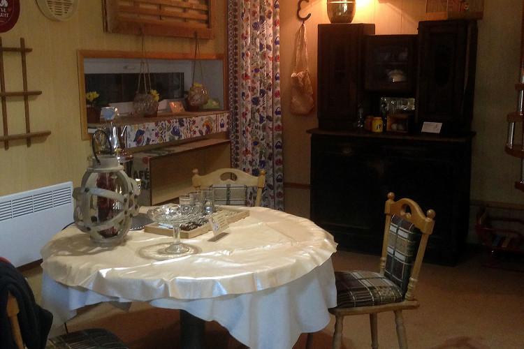 Гостям Художественного МУзея МУсора «МУ МУ» — чаепитие в «Домике Счастья» в подарок!