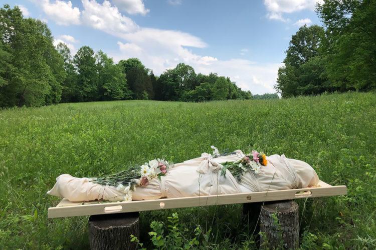 Похороните меня без плинтуса: 5 признаков экологичных похорон