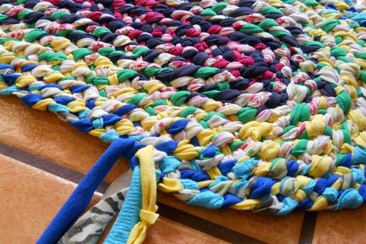 Утилитарное рукоделие (плетение ковриков на основе ПВХ)